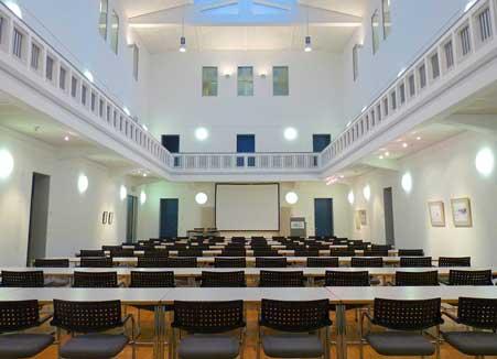 Lüntec-Seminarraum-Lichthalle